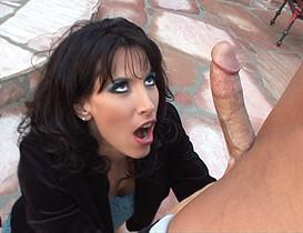 Fachée avec son mari, elle part rejoindre son collègue de travail !