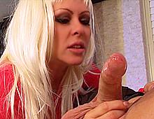 Cette mature ferait tout pour quelques gouttes de sperme ! Xvideos645