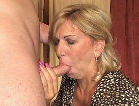 Bonne femme retraitée profite de son temps libre !