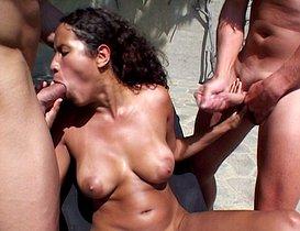 Plaisirs exotiques au bord de la piscine.