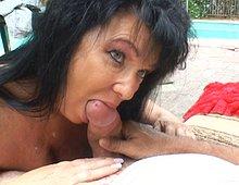 La mature adore pomper du gland et ça se voit