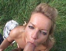 Baisée sur la pelouse du jardin ! Xvideos