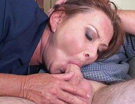 Elle n'a plus d'argent pour payer son jeune employé !