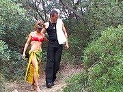 Baise amateur avec un couple en forêt