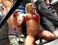 Pouf dévergondée vient poser son cul sur un ring de boxe Xvideos