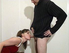 Baisée par son boss pour pas se faire virer !