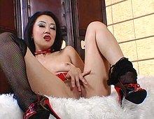 Japonaise sensuelle se masturbe