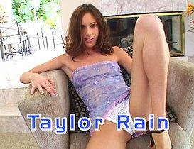 Taylor Rain nous régale de ses charmes coquins !
