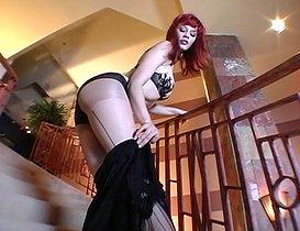Show privé sur l'escalier.